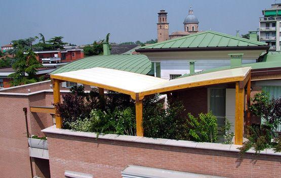 Copri terrazzo ad ali di gabbiano montato al quarto piano linea stunning copri terrazzo