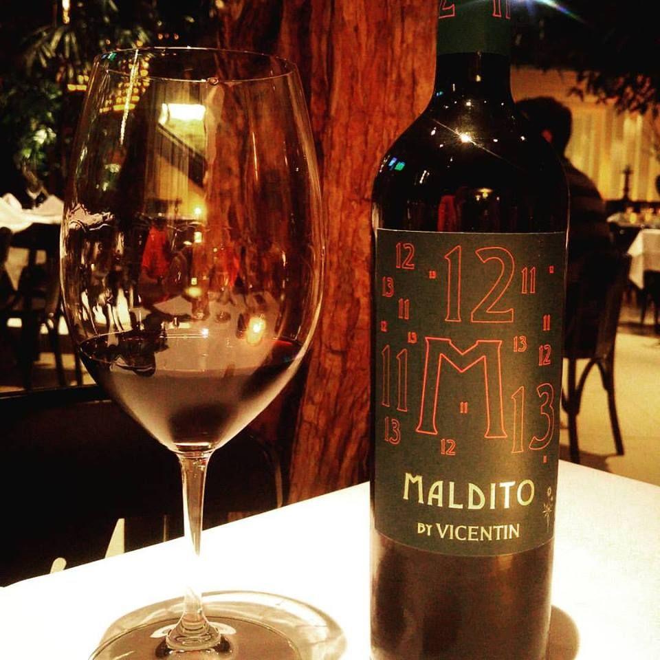 Maldito By Vicentin 2011 2012 2013 Um Vinho De Tres Safras A Maxima Expressao De Tres Producoes Combinadas Para Oferecer Um Wine Bottle Alcoholic Drinks Wine