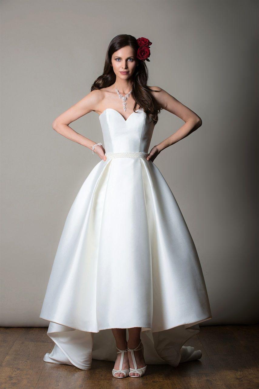 brand new 0ffc3 109ca Gli abiti da sposa più belli per il 2019, dalla London ...