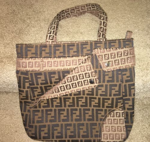 #Trending - FENDI BROWN ZUCCA CANVAS TOTE BAG https://t.co/iBrGSdSVxz #Ebay https://t.co/cjiGakD3VF