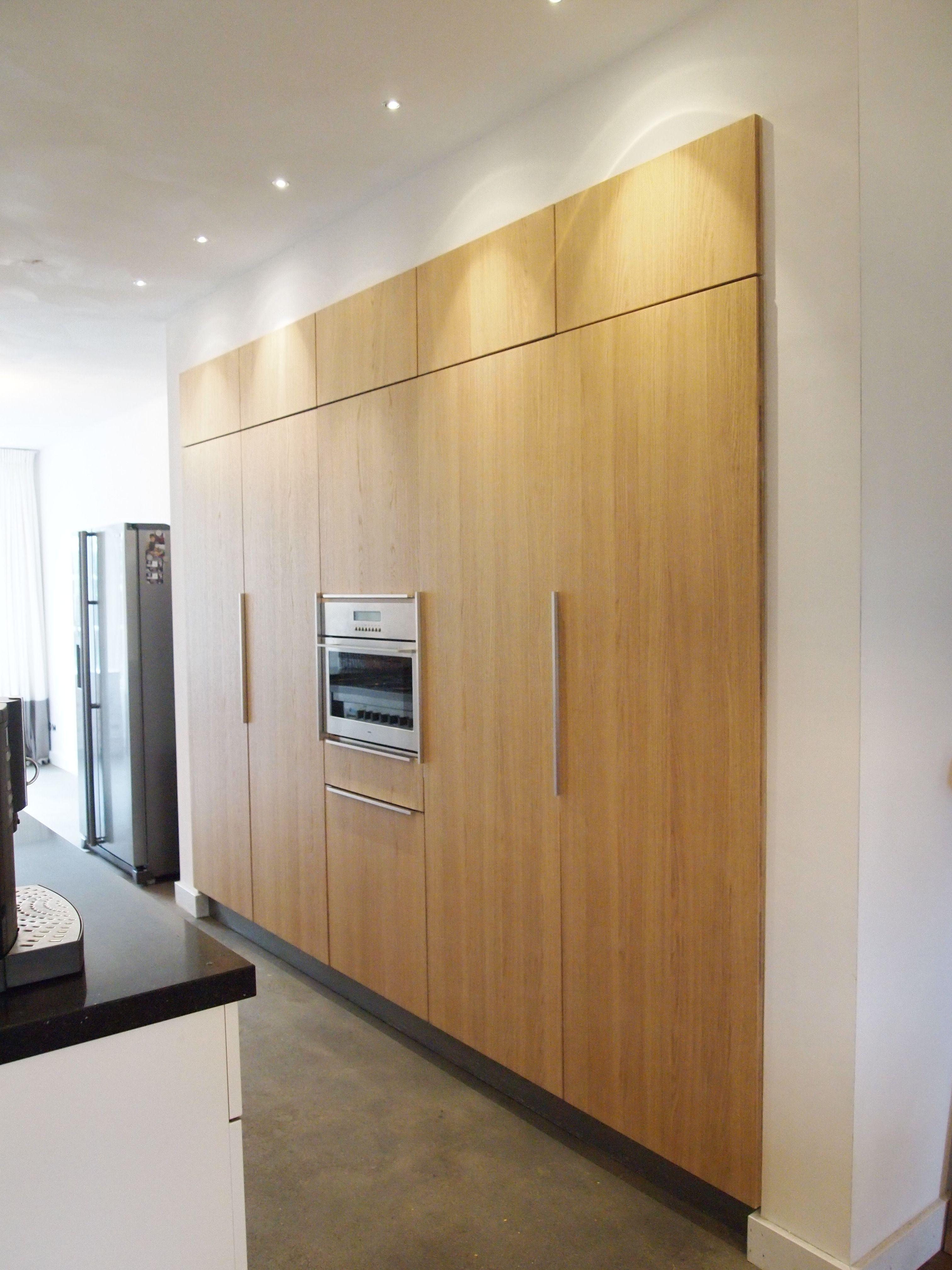 Puurbinnen ontwerp keukenwand met kasten van eikenhout en for Trap mooi maken