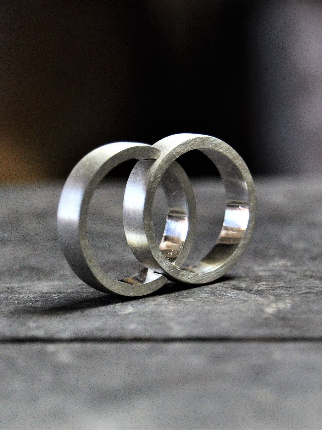 Anillos plateados de matrimonio - Anillos de compromiso sencillos ...