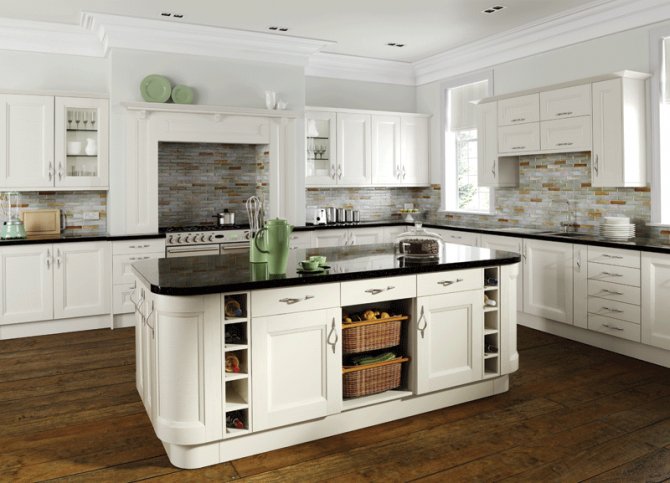 Charmant Off White Painted Kitchen In A Timeless Step Shaker Style.