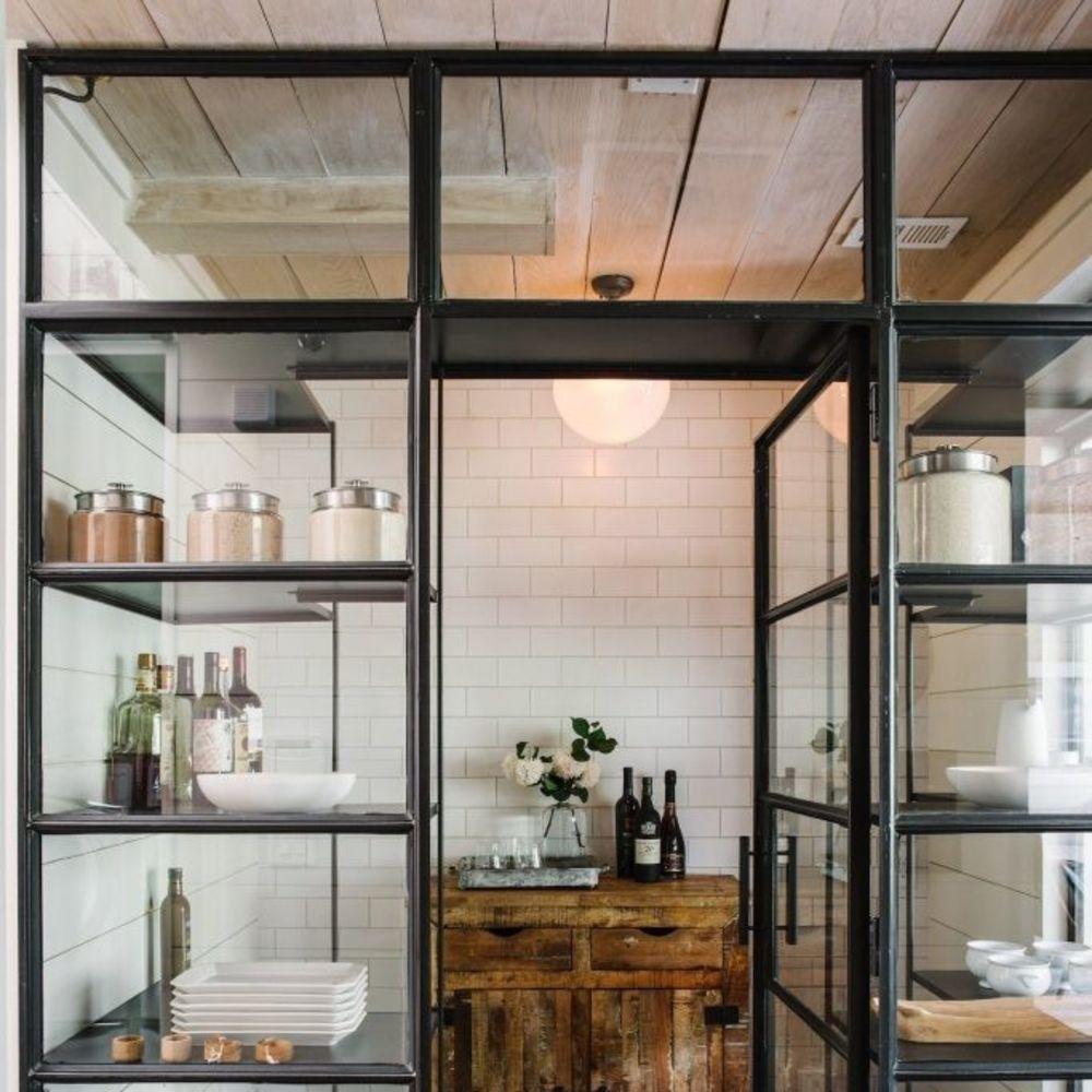 Amenager Cellier Rangements Et Idees Deco Pour Garde Manger Design Industriel Cuisine Cuisines Industrielles Rustiques Amenager Cellier