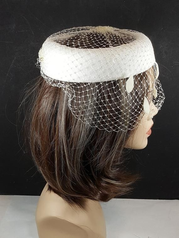 e7a2dc30f Vintage Fascinator Pillbox White Hat with Veil Teardrop or Raindrop ...