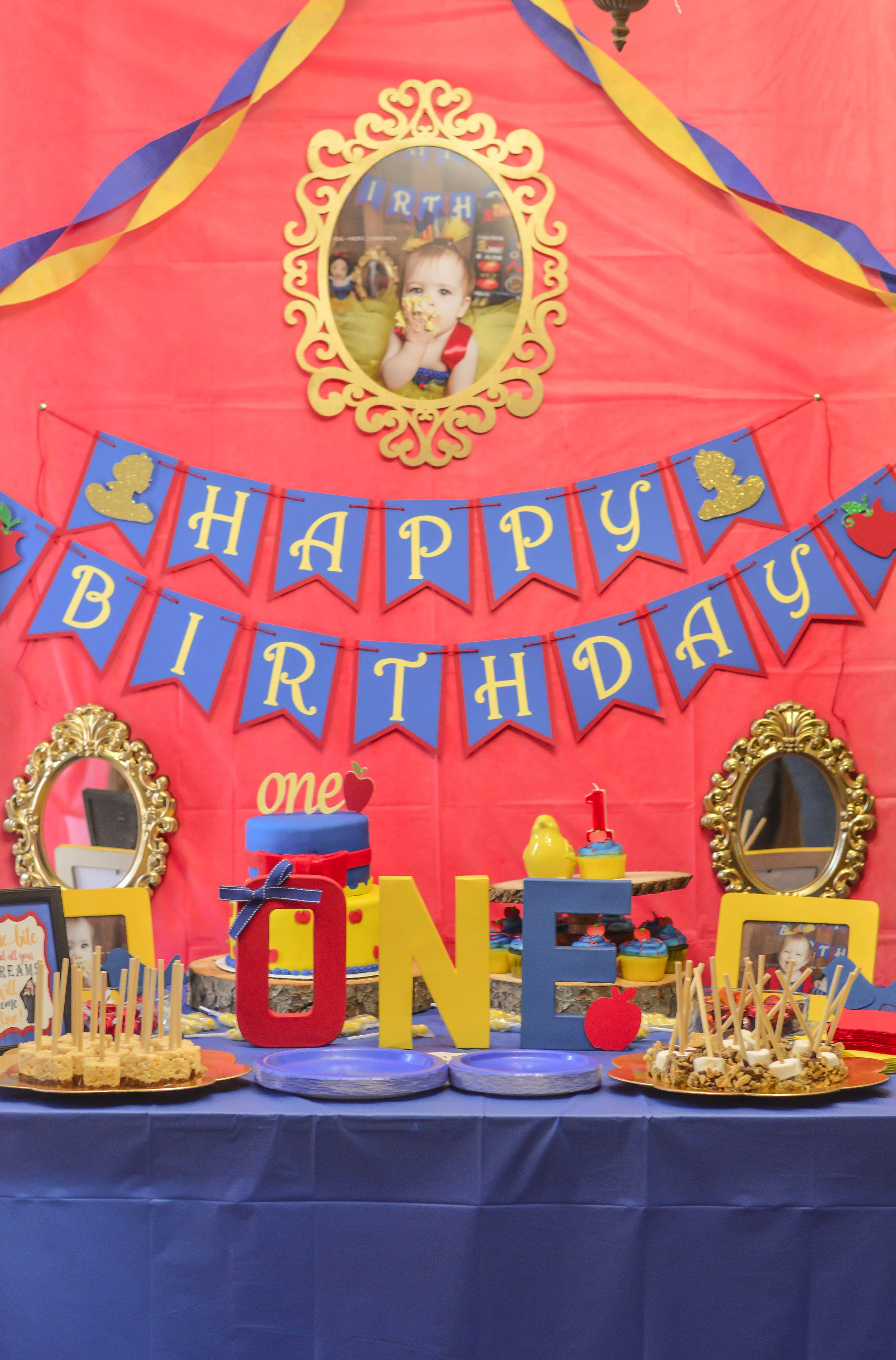Snow White First Birthday Party Set Up Snow White Birthday Snow