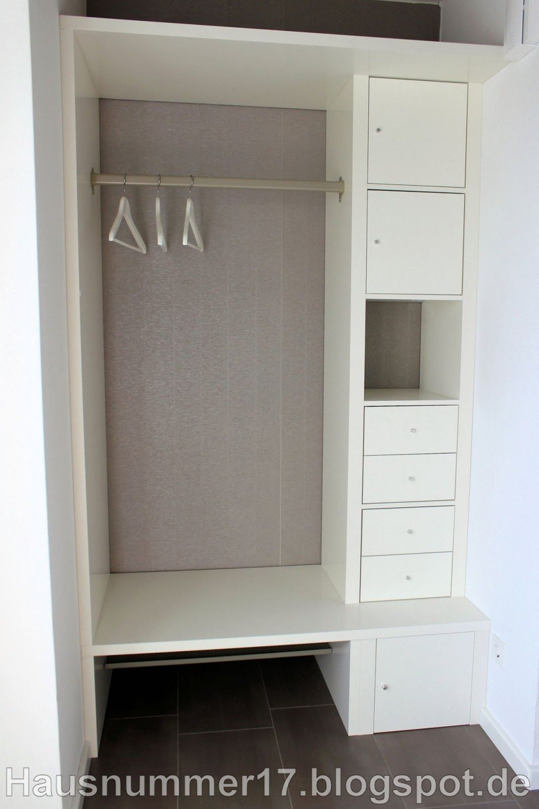ikea hack eine flur garderobe mir schubf chern und ablagen auf grundlage eines expedit regal. Black Bedroom Furniture Sets. Home Design Ideas