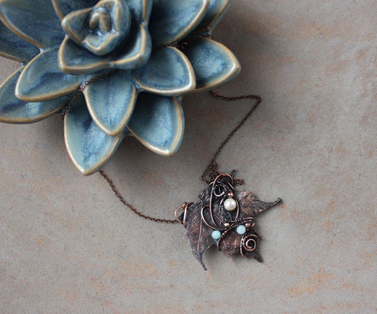 Lovely #necklace in pastel #spring colors. Made with #copper wire ...