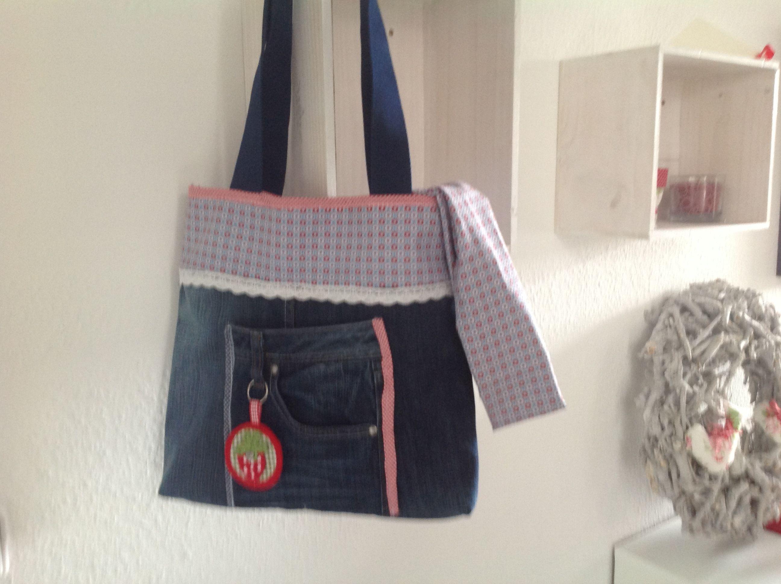 a rainy Day & an Old Jeans = a New Bag Nähanleitung