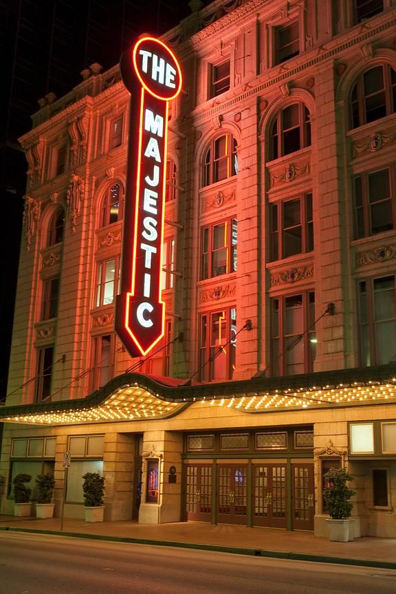 The Majestic Theatre At 1925 Elm Street In Downtown Dallas Texas Opened In 1921 This Truly Majestic Theatre Hosted Many F Majestic Theatre Majestic Theatre