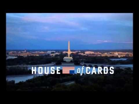 House of Cards. Série criada pelo Netflix com o ótimo Kevin Spacey protagonizando. Pra mim, uma das melhores de todos os tempos.