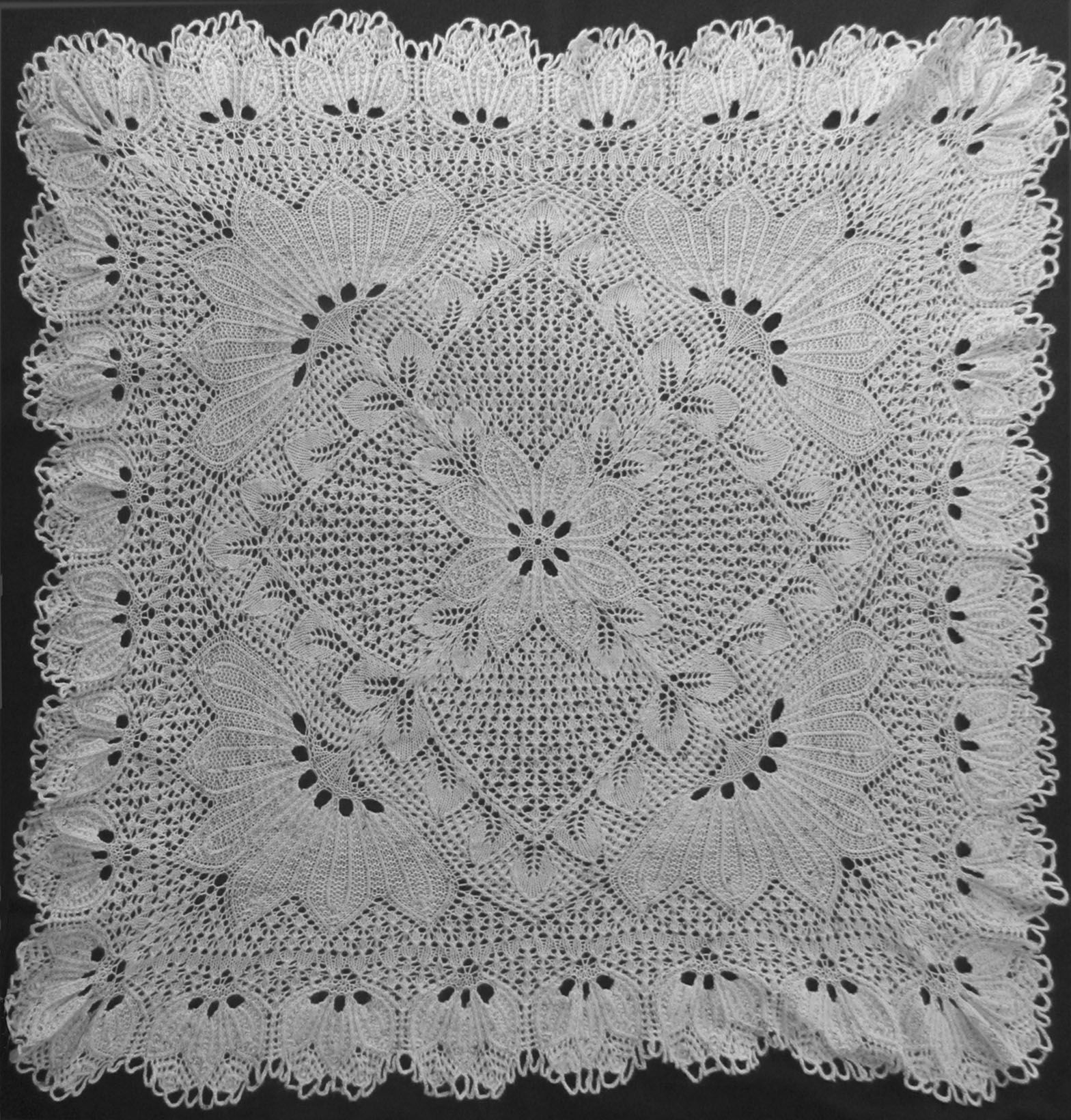 Quadratische decke 4 newg 15681640 pixel knitting square doily in knitted lace designed by herbert niebling design in above photo knitted as shawl by osnat masok pdf content english translation instruction bankloansurffo Images