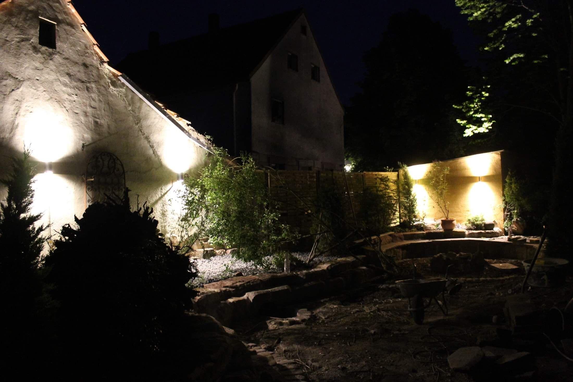 Tag 26 Up Downlights Von Aldi Kaufland Ohne Feuer Auch Eine Lichtquelle In Der Gartenecke Gartenecke Lichtquelle Garten