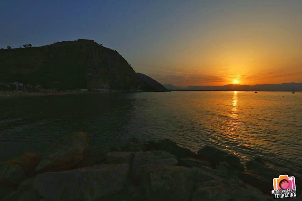 Ogni raggio dell'alba prenda per mano i tuoi sogni notturni, i più belli. E li conduca alla realtà... Foto by Jolly Barone