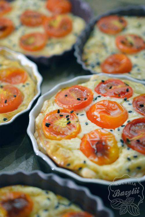 Mini Tarty Z Ciasta Francuskiego Z Pomidorkami I Serem Feta Recipe In 2020 Food Tasty Breakfast