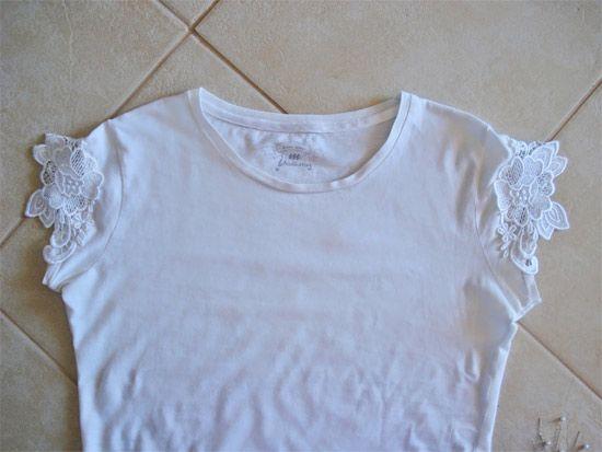 60b831f2efafc Como customizar camiseta com renda nas mangas   artesanato e ...