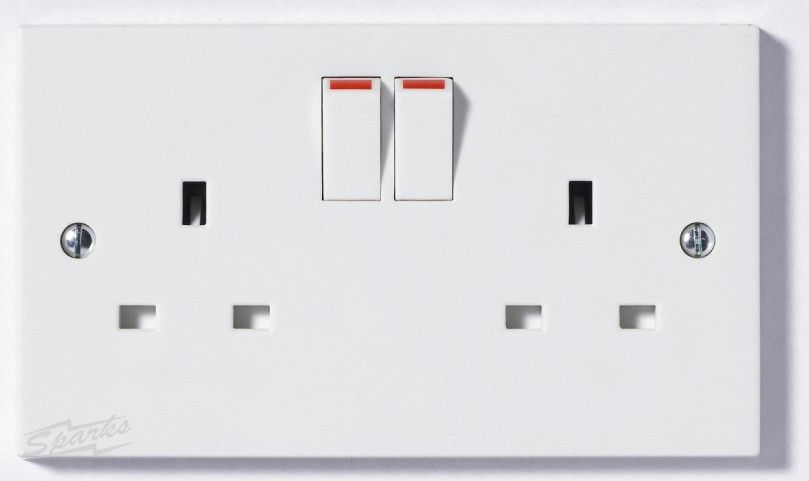922b 2 Gang 13a Switched Double Socket Square Edge White Plastic Buy 50 For 65 Vat Sockets Square Edges