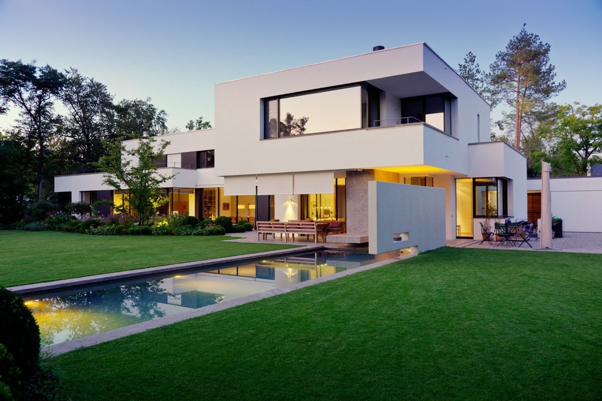 Stephan Maria Lang Designs a Stylish Contemporary