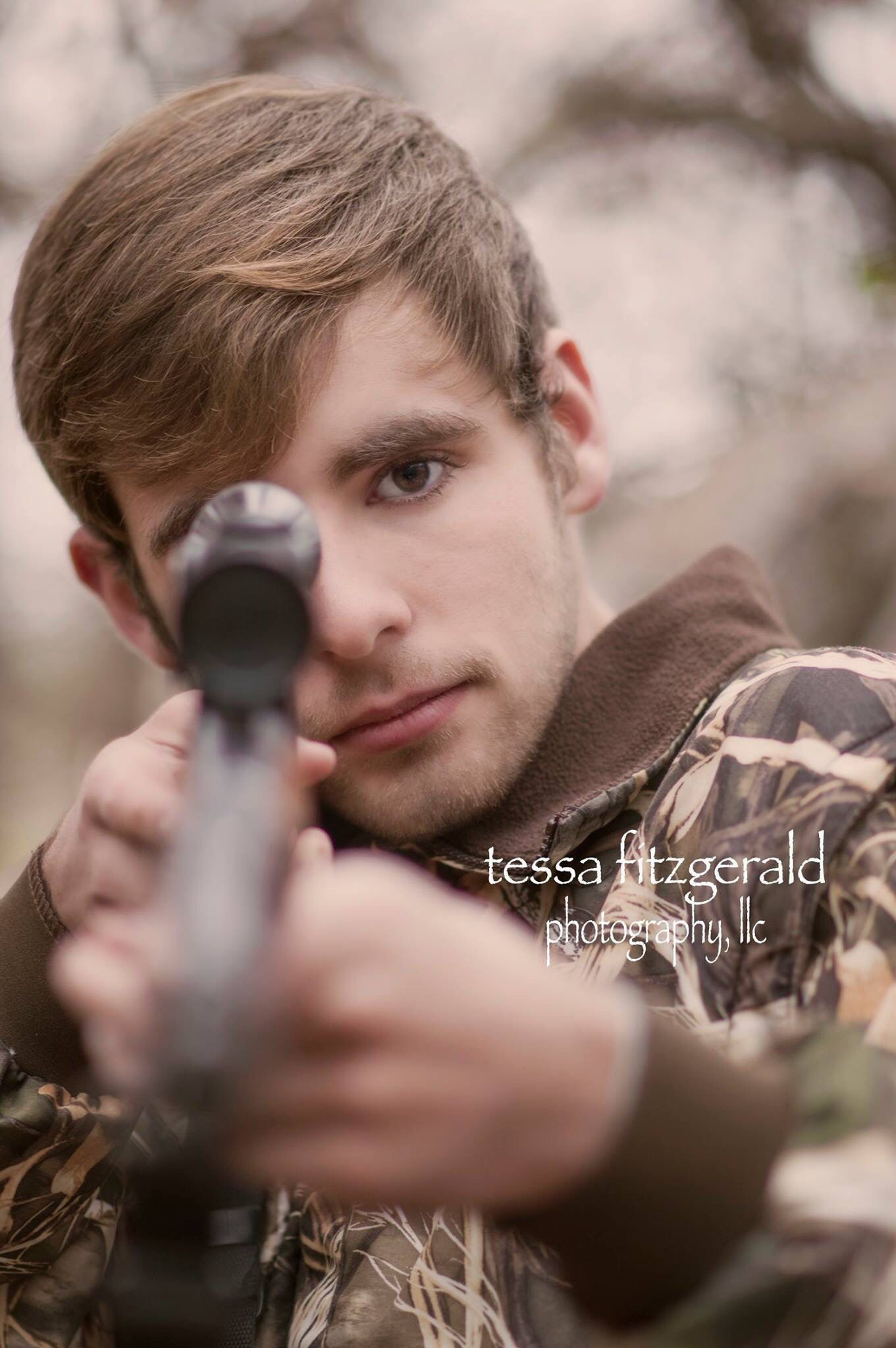 #seniorphoto #graduationpic #boyseniorpic #seniorpic #huntingpic #louisianaphotographer #seniorportrait #tessafitzgeraldphotography