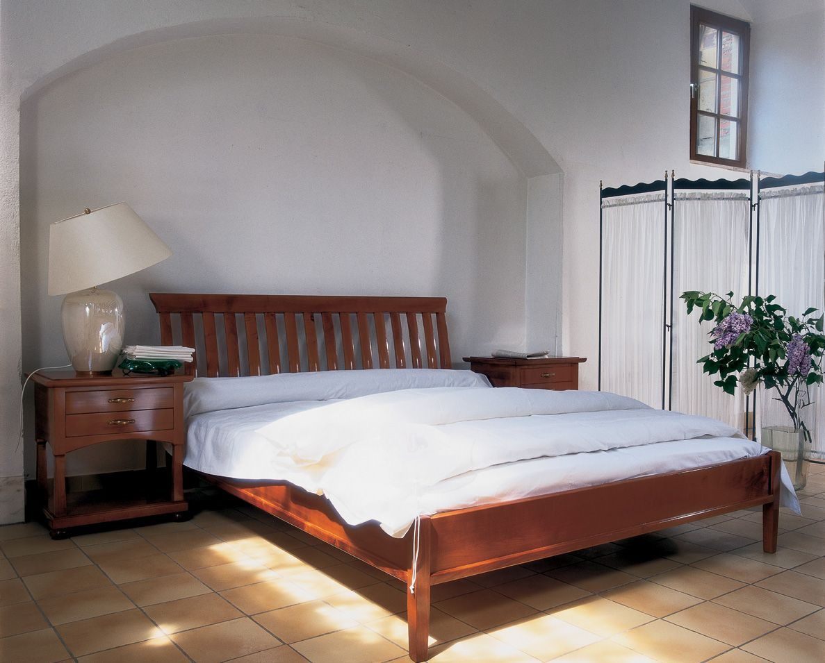 elegantes Landhausbett Doppelbett Kirschbaum massiv