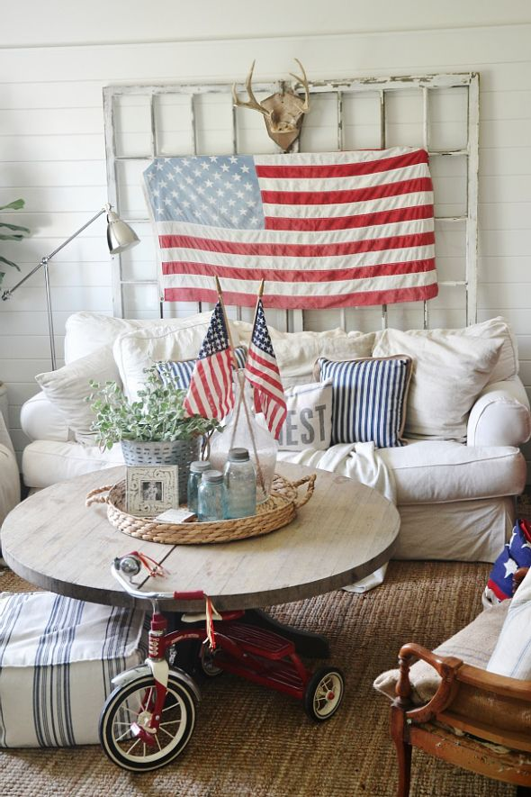 4th of July Decor In the Living