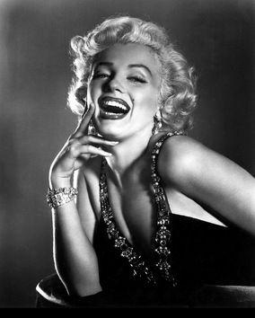 """Merilyn Monroe: """"La imperfección es belleza, la locura es genialidad, y es mejor ser absolutamente ridículo que absolutamente aburrido""""."""
