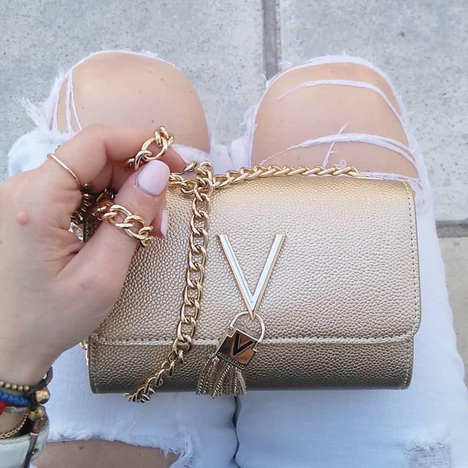 b7a422d081 Valentino Βραδινή τσάντα με χρυσή αλυσίδα