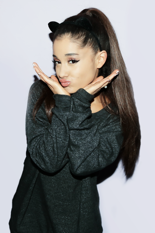 2 oct 2015 ariana grande at her meet and greet at the united 2015 ariana grande at her meet and greet at the united center in chicago m4hsunfo