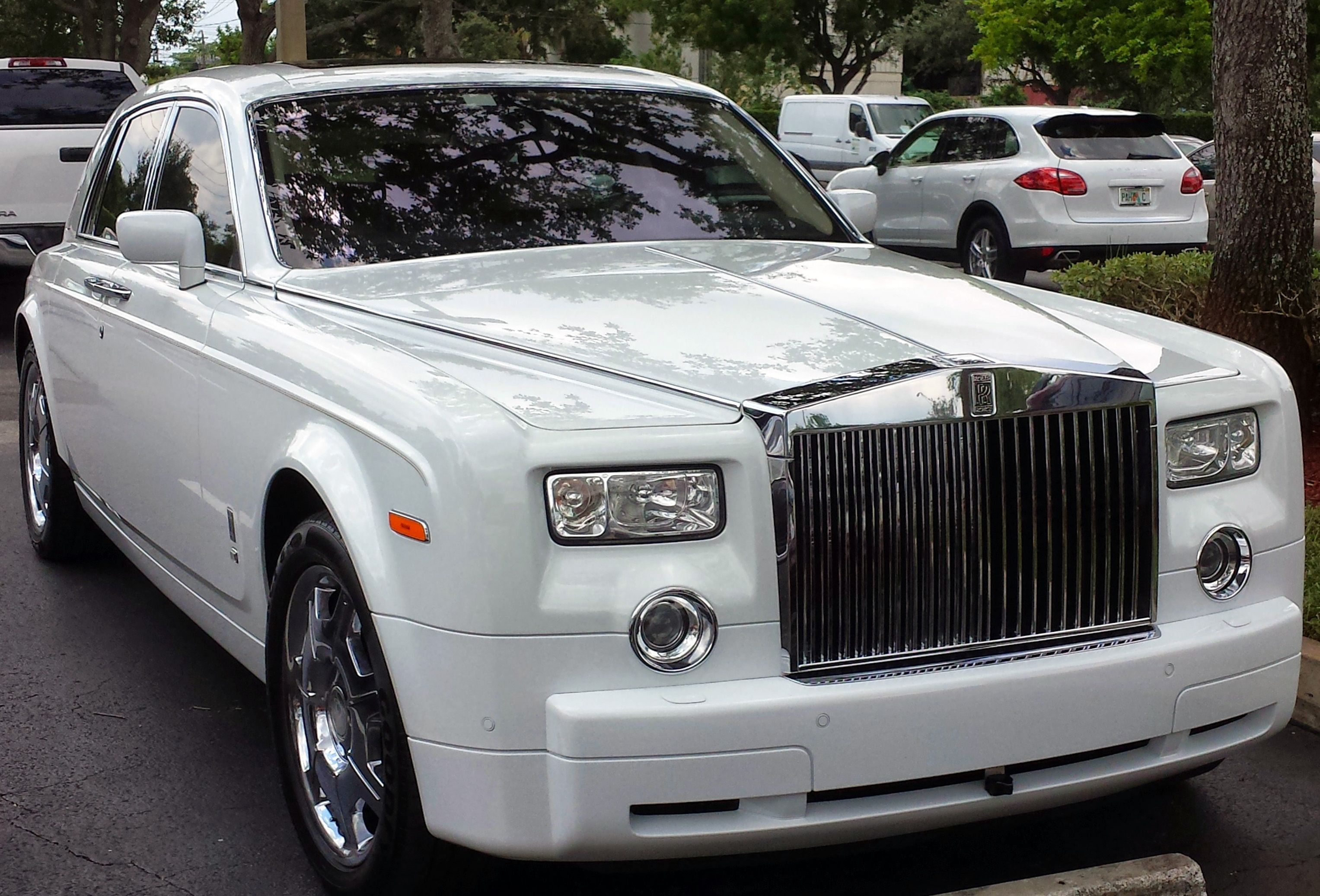 check out this sleek classy rolls royce phantom coupe we saw at rh pinterest com