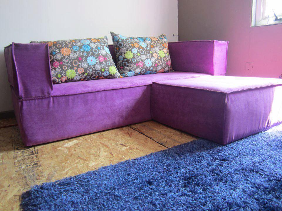 Sofa Cama Ibiza box + 2 taburetes color morado