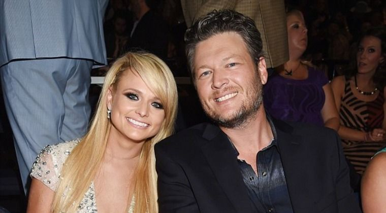 Blake Shelton & Miranda Lambert Give Surprise Show At B&B