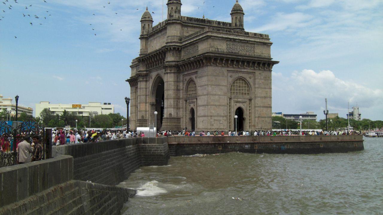 أين تقع مدينة بومباي Gate Way Tourism India Tower Bridge