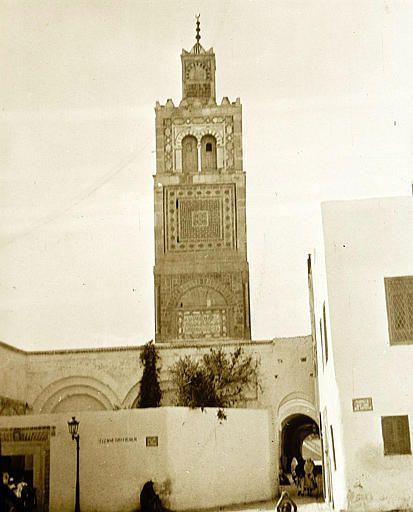 Tunis   Mosquée Ksar    Minaret depuis la rue    1913