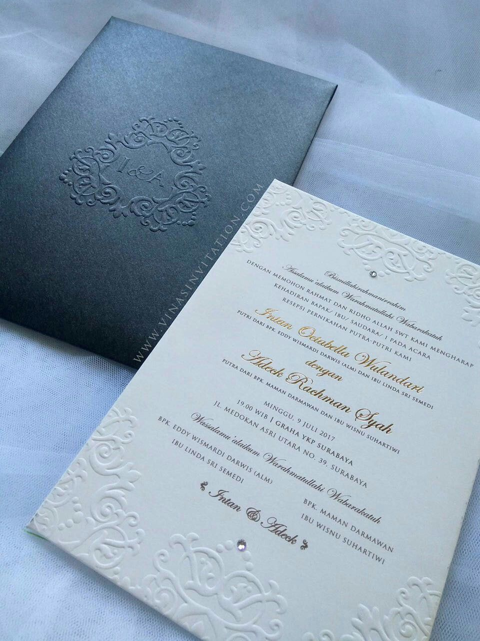 Vinas Invitation Emboss Invitation Royal Theme Emboss Font Gold Font Any Question Pls V Undangan Pernikahan Contoh Undangan Pernikahan Undangan Perkawinan