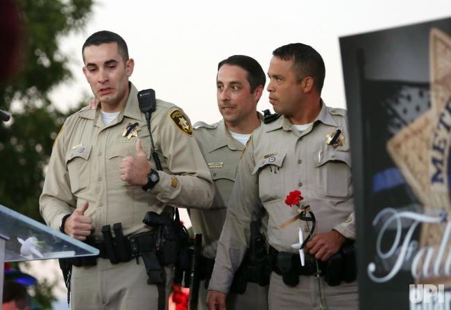 Las Vegas Metropolitan Police Department Officer Jake Grunwald Left Is Overcome With Emotion After Speaki Candle Light Vigil Las Vegas Country Music Festival
