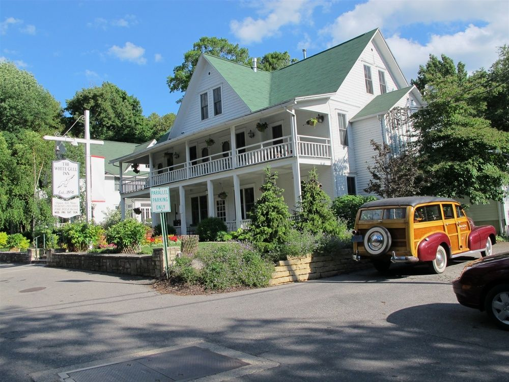 the white gull inn fish creek door county door county bed rh pinterest co uk