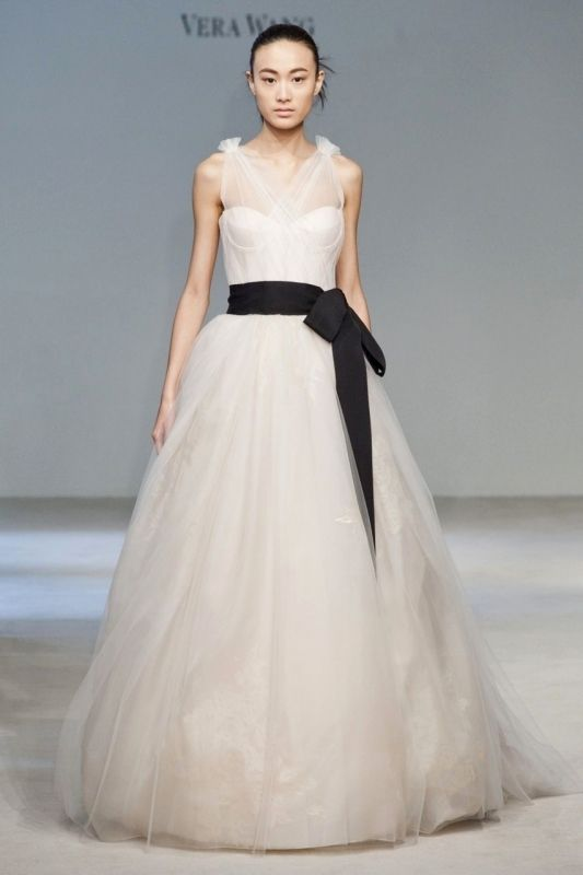 3429136ac57 The Best Size of Vera Wang Wedding Dresses for Your Body Type ...
