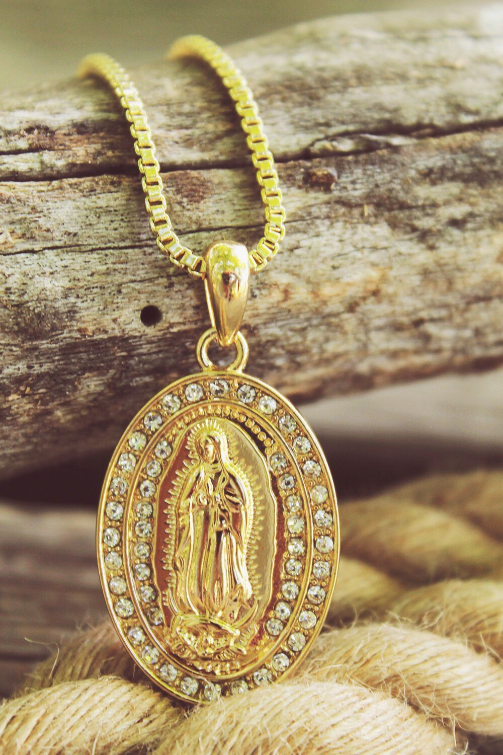 Gorgeous sparkle pendant necklace new iced out virgin mary pendant