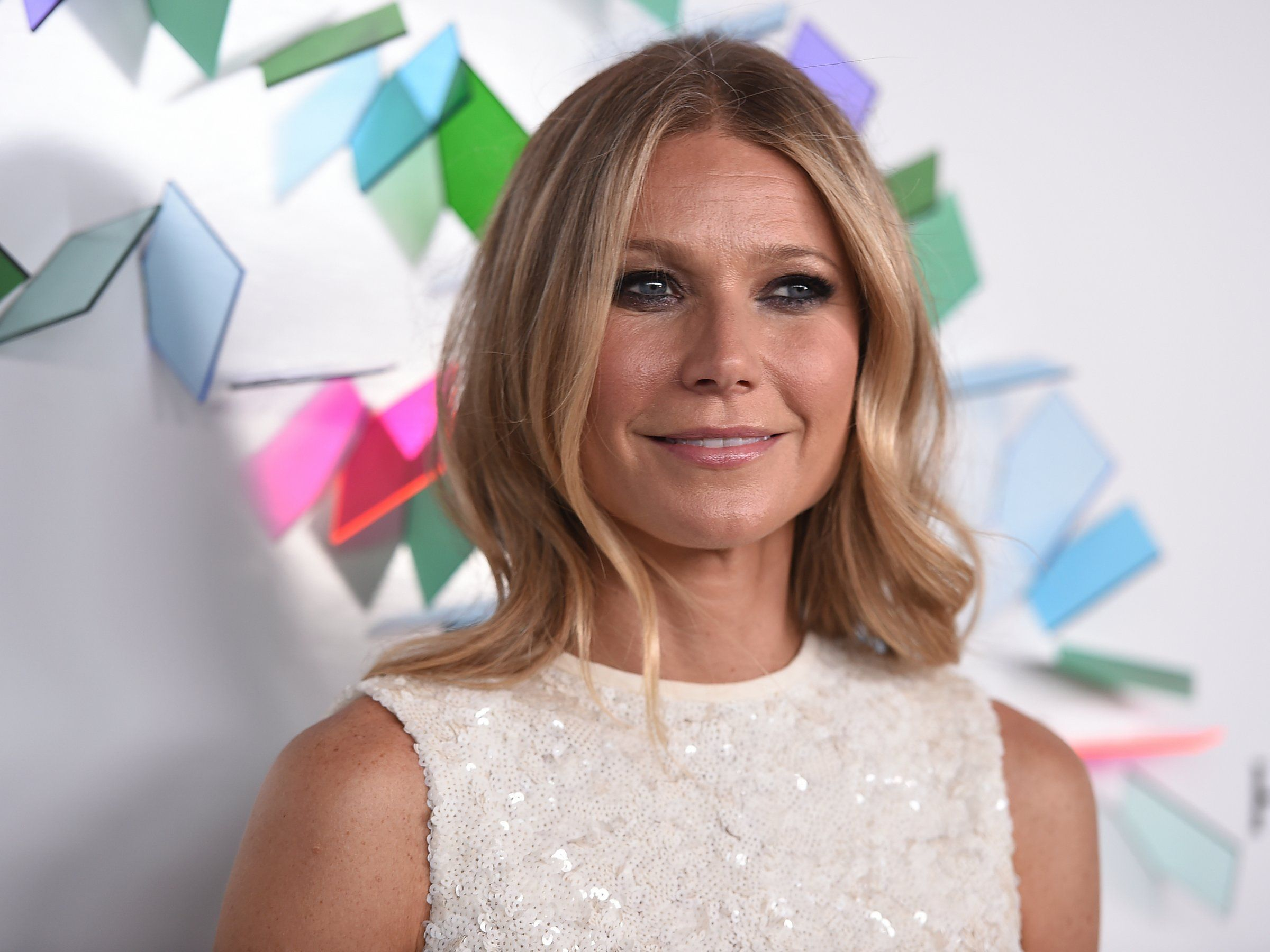 Gwyneth Paltrow S Seasonal Gift Guide Includes Solid Gold