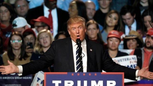 Trump contesté dans la rue dévoile ses priorités