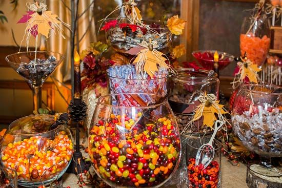 How About This Fall Themed Candy Table Wedding Favors Diy Themes
