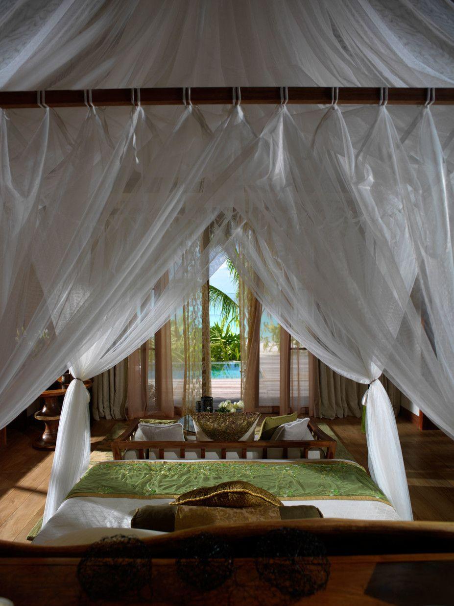 Hotel and Resort Design, Vacation House Rentals White Curtain Wooden Blue: Jumeirah Vittaveli Resort and Vacation House Rentals in Maldives