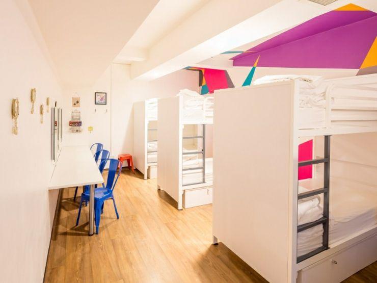El hostal ofrece a los turistas habitaciones individuales