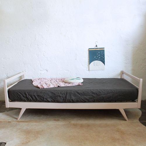 lit enfant bois vintage f447 happy home pinterest lit enfant lit et chambre enfant. Black Bedroom Furniture Sets. Home Design Ideas