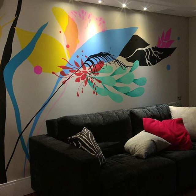 ❤️ #ericamizutani #wallart #acrylicpaint #mural #flowers