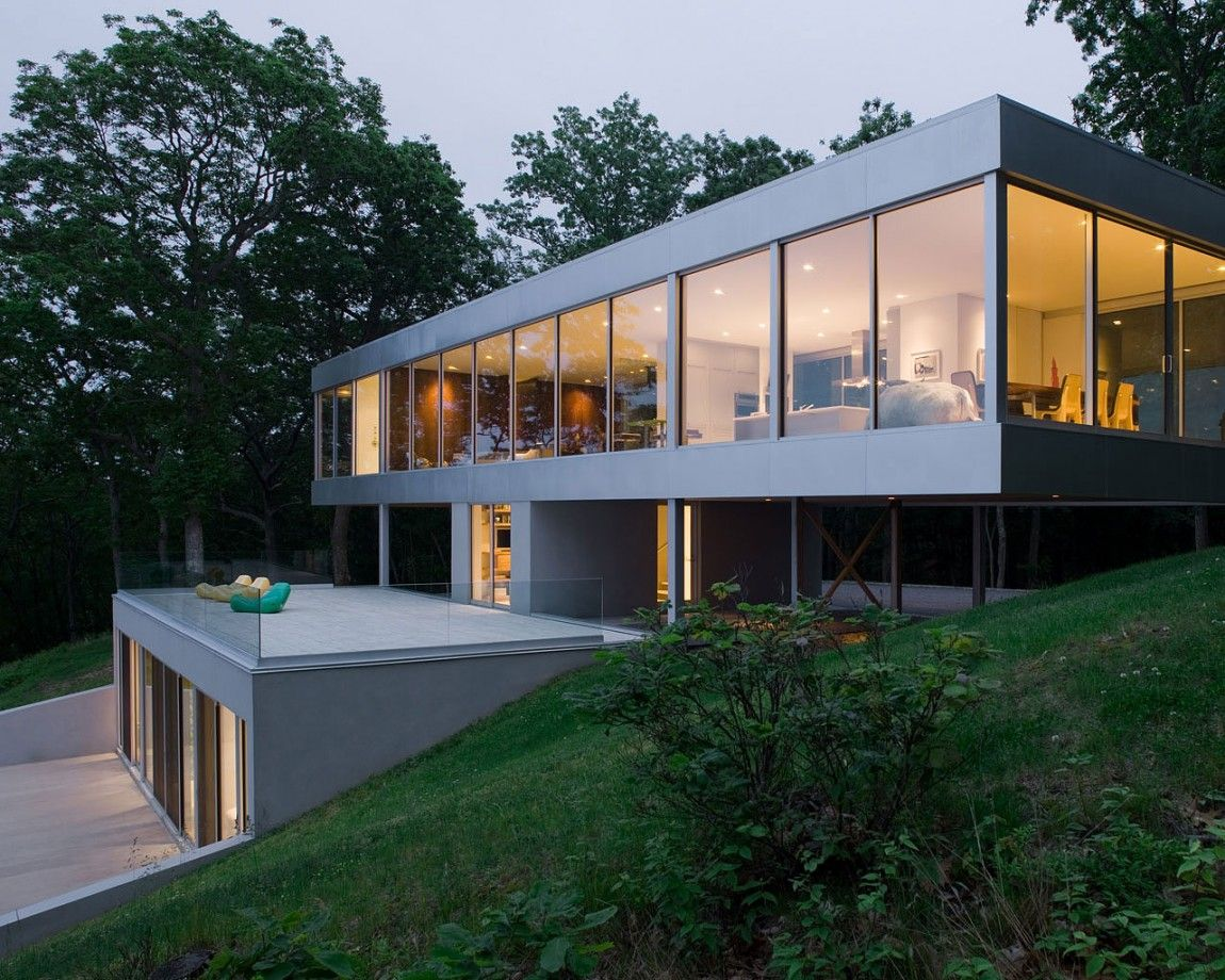 Panoramic Views Surround This Cantilevered House From