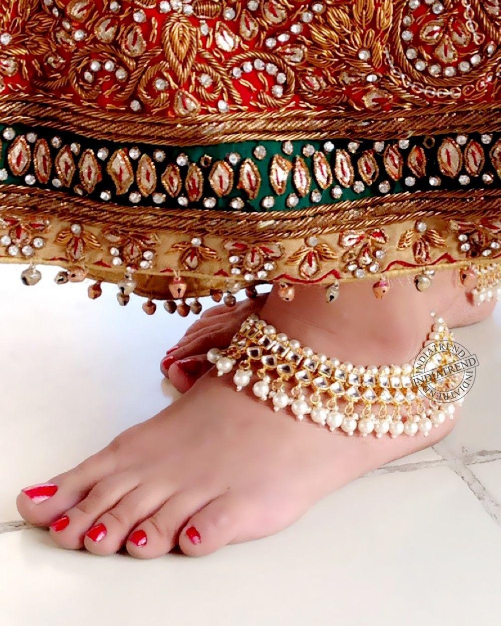 Фото индийских девушек пальчики на ногах, частное на девушек льется сперма