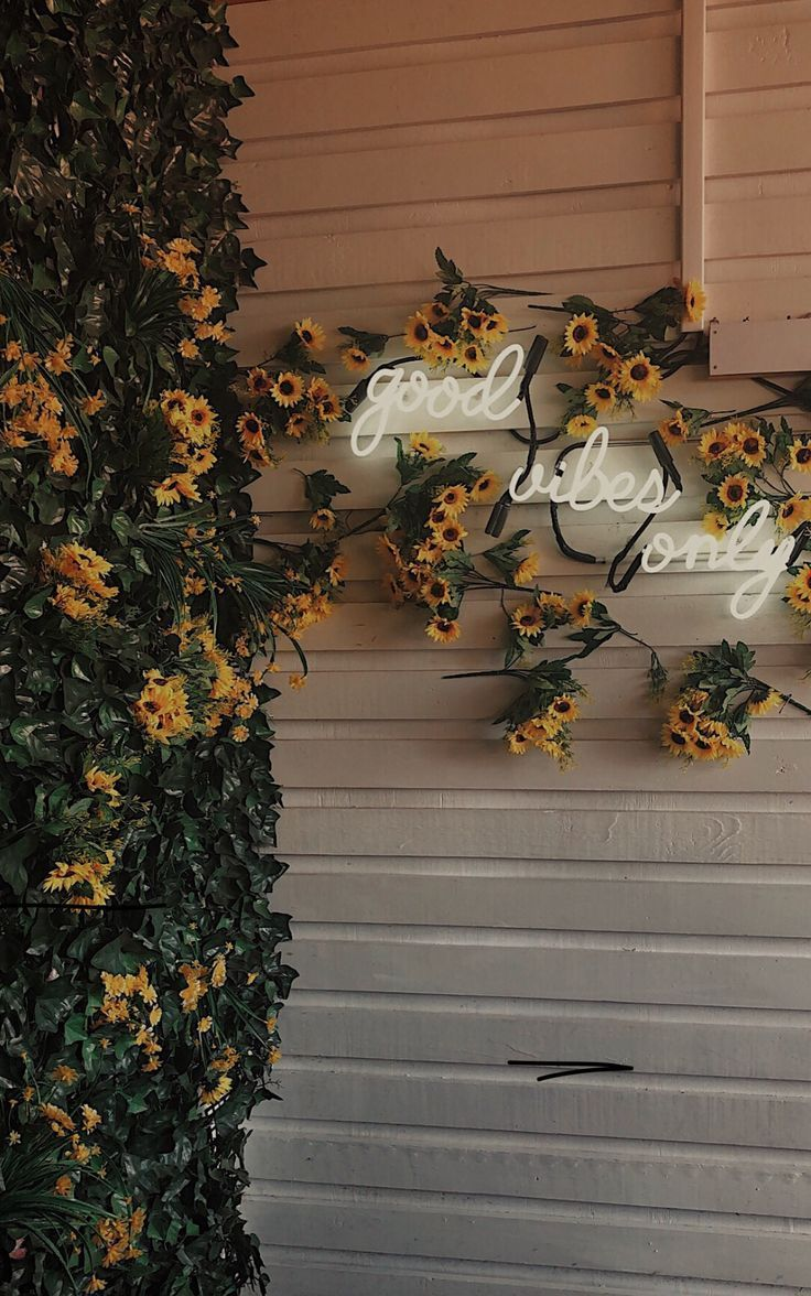 liebe die Blumen und das Neon - #Blumen #Das #die #Liebe #Neon #plakat #und #iphone3