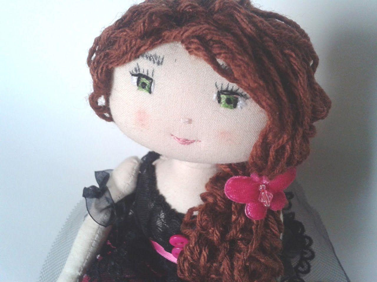 Patron poupée chiffon : Réalisez cette ravissante poupée de chiffon à la main ou à la machine à coudre, que vous soyez débutantes en couture ou confirmées. L...
