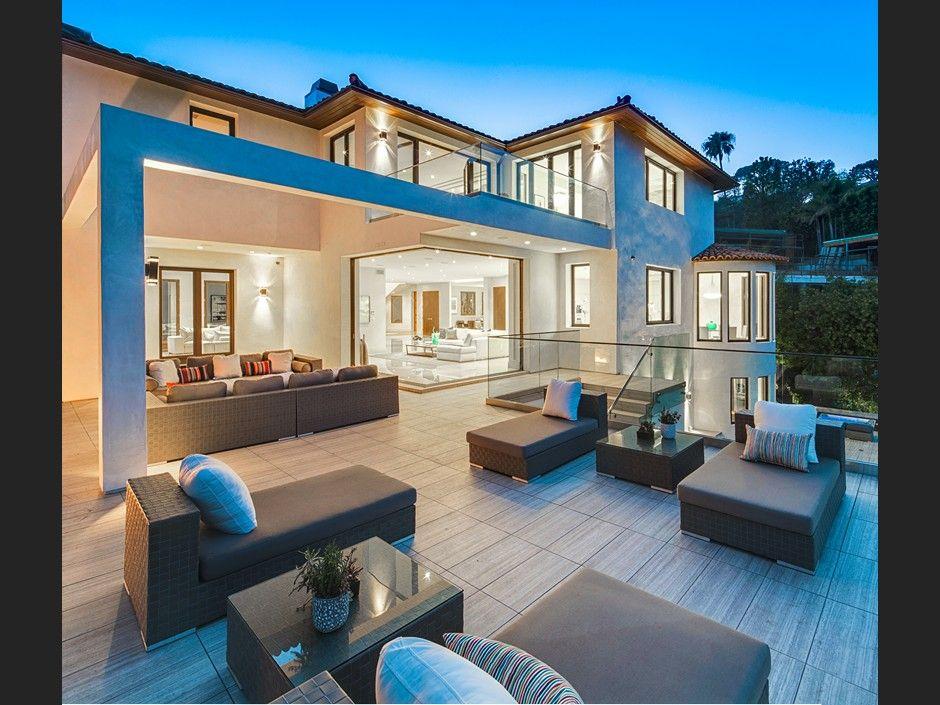 Fascinating modernist mega estate in Beverly Hills California